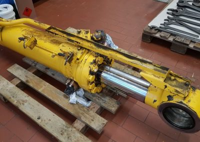 Hydraulikzylinder vor Reparatur