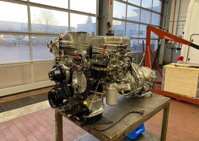 komplettüberholter Mercedes SL-Motor bei Motoren Sauer